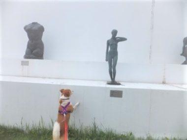 彫像とひな